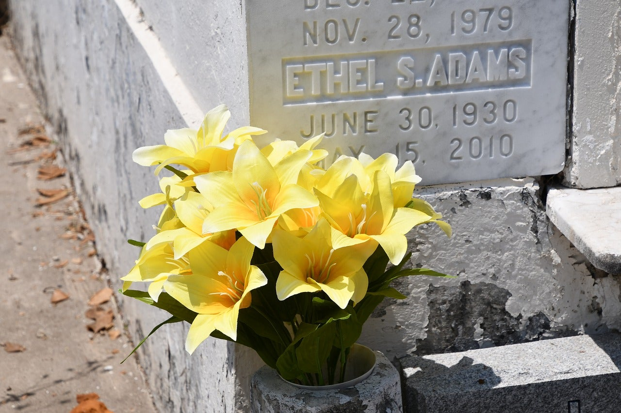 Types of flowers for funeral service delivery memorial grave flowers