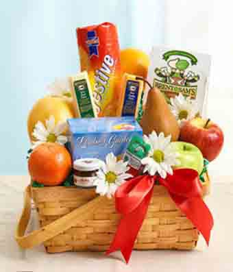 Classic fruit basket for delivery