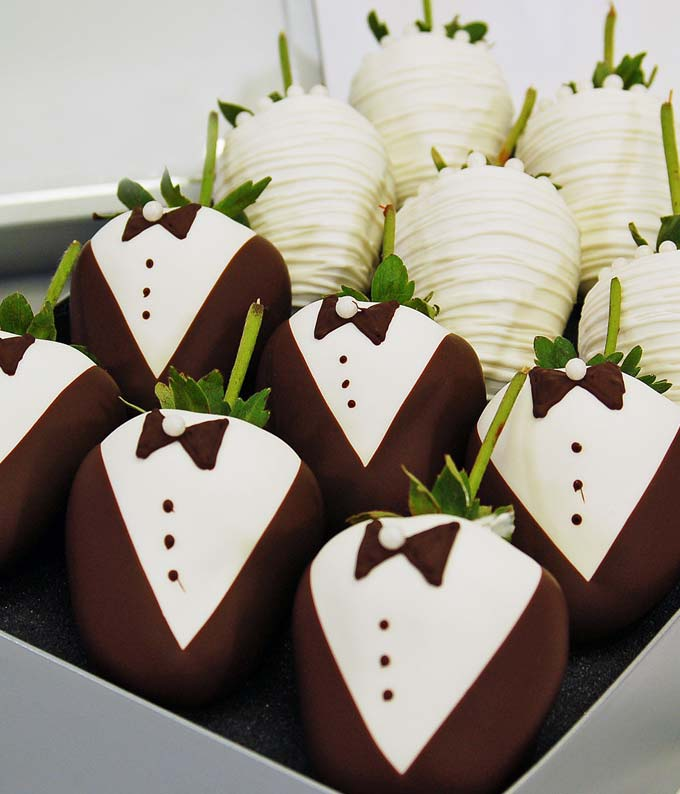 Bride & Groom Chocolate Covered Strawberries - 12 Pieces