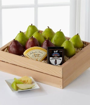 The Deluxe Pear Gift Basket