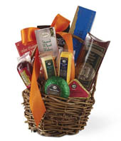 Gourmet basket with pretzels, sausages and cheese