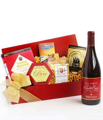 Tempting Treats Pinot Noir Gift Basket