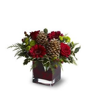 Cozy christmas christmas holiday flowers for Small fresh flower table arrangements