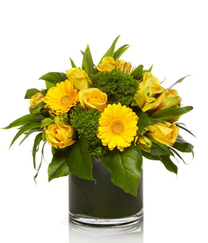 Yellow bouquet with roses and daisies